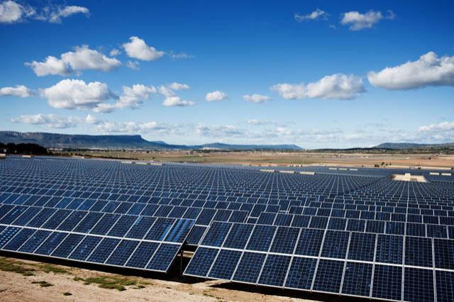 Bi-facial solar-panel concept introduced for desert regions ...