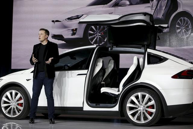 Tesla debuts Model X SUV with DeLorean-style gullwing doors : gulwing doors - pezcame.com